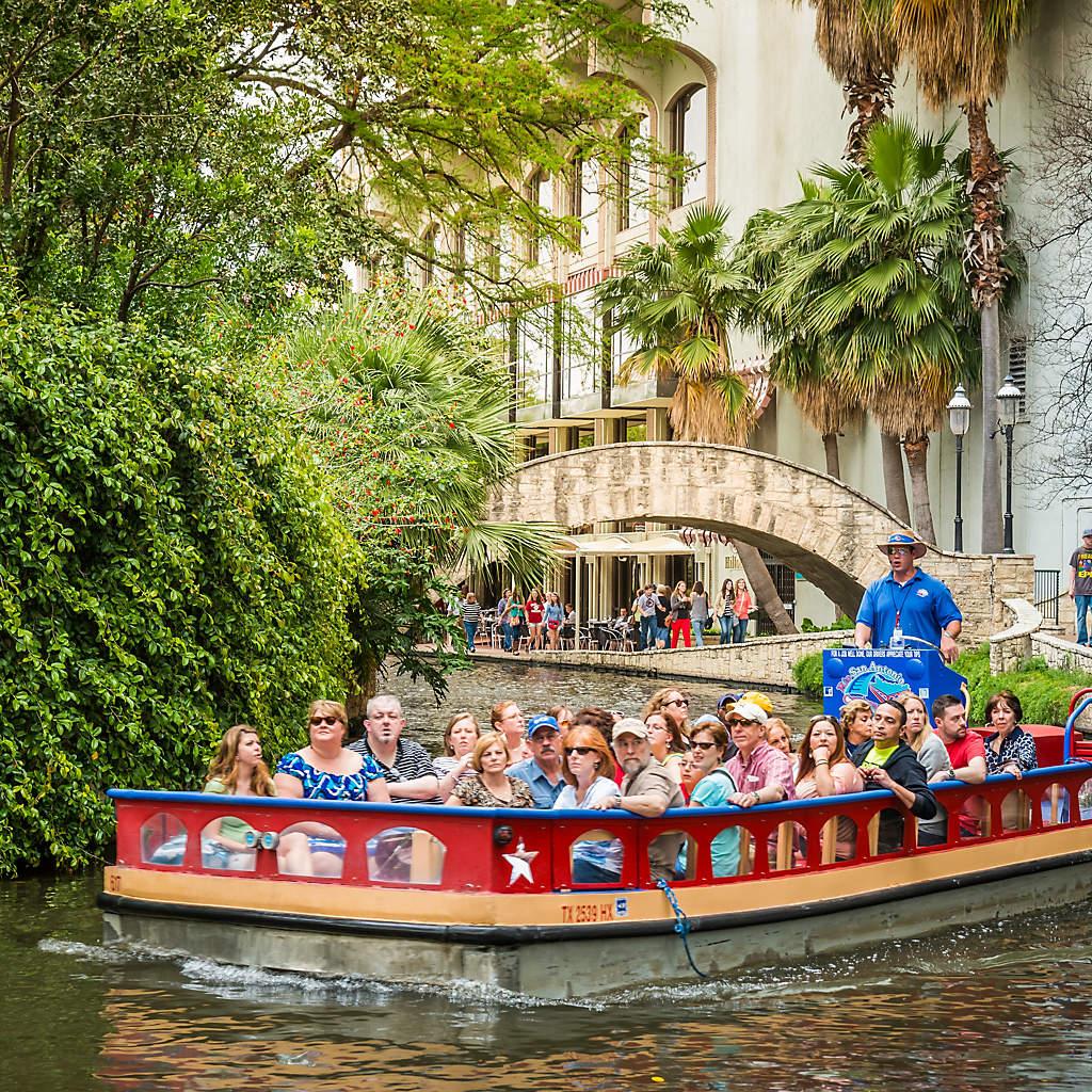 san-antonio-tour-boat-riverwalk